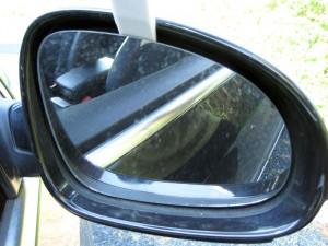 Spejlet vippes af holderen